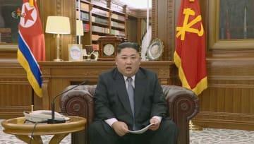 1日、朝鮮中央テレビが放映した、「新年の辞」を発表する北朝鮮の金正恩朝鮮労働党委員長(共同)