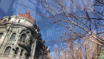 氷提灯や氷彫刻が美しく彩る古い街並み 黒竜江省ハルビン市