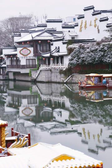 江蘇省で積雪 古建築も綿帽子