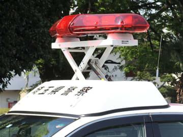 ブロック塀に衝突、軽乗用車の男性死亡