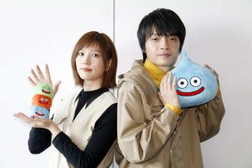 連続ドラマ「ゆうべはお楽しみでしたね」でダブル主演する本田翼さん(左)と岡山天音さん