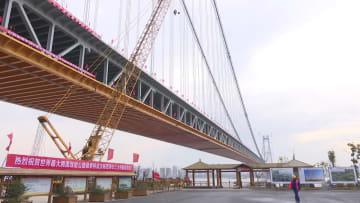 世界最大支間長の2層式道路橋が接合 湖北省武漢市