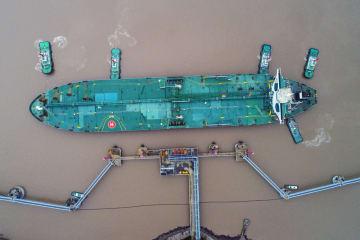 リベリア船籍のタンカーが接岸 浙江省舟山市