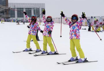スキー場の楽しみ満喫 湖北省五峰トゥチャ族自治県