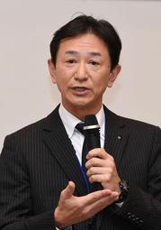 1年目の教員を前に被災体験を語る山下准史さん=4日午後、神戸市中央区の神戸市総合教育センター(撮影・中西大二)