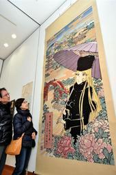 メーテルの京都観光をイメージした西陣織=市総合文化センター・郷の音ホール