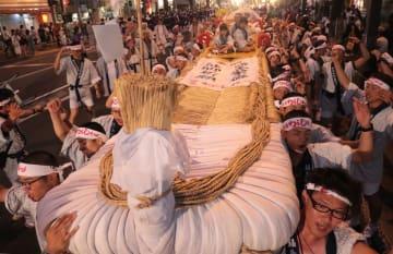 昨年8月の「福島わらじまつり」。6月1、2日の開催が決まった絆まつりで一新させる