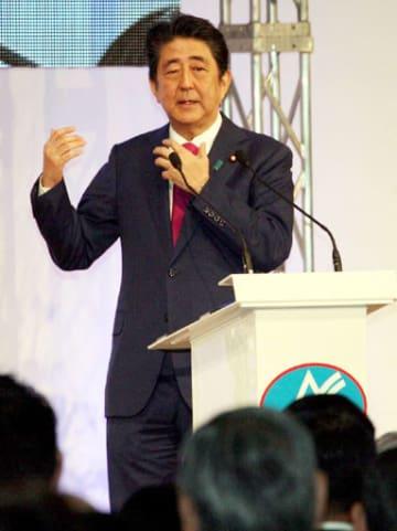 改憲や外交の進展に意欲を示す安倍首相