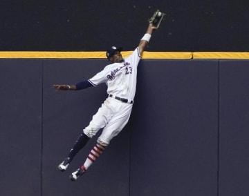 ブルワーズ在籍時の外野手ブロクストン=2018年7月(AP=共同)