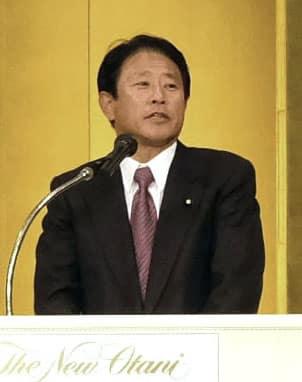 後援会の会合で衆院大阪12区補欠選挙への出馬表明をした樽床伸二衆院議員=6日午後、大阪市