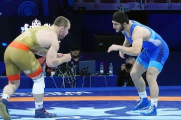 1勝1敗のあとの3度目の対戦は、今年9月の世界選手権? アブデュラシド・サデュラエフ(右=ロシア)とカイル・スナイダー(米国)