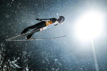 スキー・ジャンプ男子のジャンプ週間最終戦を制した小林陵侑。史上3人目となる4戦全勝でのジャンプ週間総合優勝を成し遂げた=6日、ビショフスホーフェン(ゲッティ=共同)