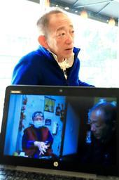 支援を続ける被災者の記録映像を撮影した牧秀一さん=神戸市東灘区向洋町中6(撮影・大山伸一郎)
