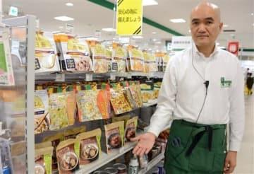 3日の地震後、売り上げが増えているという東急ハンズ熊本店の非常食コーナー=6日、熊本市中央区