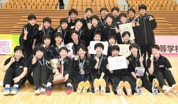 バレーボール女子福井工大福井の選手