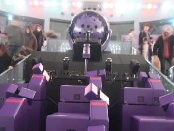 プラネタリウム「宇宙劇場」の上映装置は五藤光学研究所のもの