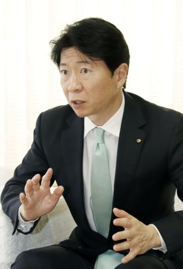 インタビューに応じる岡山県の伊原木隆太知事