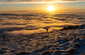 雲海から昇る太陽