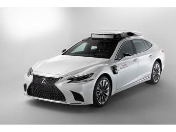 米ラスベガスで開催されるCESで公開する、トヨタの新型自動運転実験車「TRI-P4」。P4はふたつの自動運転システムであるガーディアン(高度安全運転支援システム)とショーファー(自動運転システム)双方の開発をこの車両で推進する
