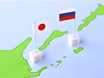 内閣府が「外交に関する世論調査」の結果を公表。中・ロ・韓国との関係発展はアジア・太平洋地域の発展に重要と答える者7~8割。一方で「親近感」はロシア18%、中国21%、韓国39%で低い状況。