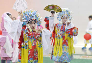 児童京劇の公演で新年を迎えよう 内モンゴル自治区