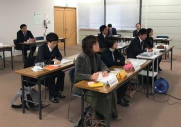 米国研修に向けて事前説明を受ける陸前高田市内の教員ら