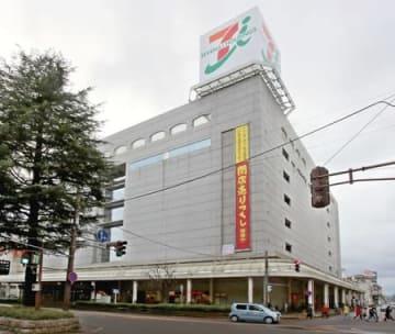 土地、建物の売却先が決まったイトーヨーカドー丸大長岡店=7日、長岡市城内町2