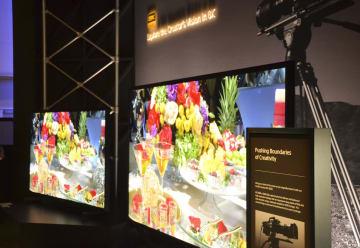 ソニーが欧米向けに年内にも発売する8K液晶テレビ=7日、米ラスベガス(共同)