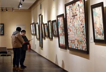 ロシア人画家による敦煌シリーズ油絵作品展示 甘粛省蘭州市