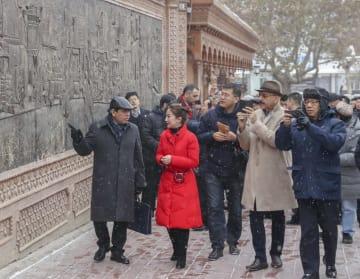 12カ国の中国駐在使節、年末に新疆視察 職業訓練センターで交流も