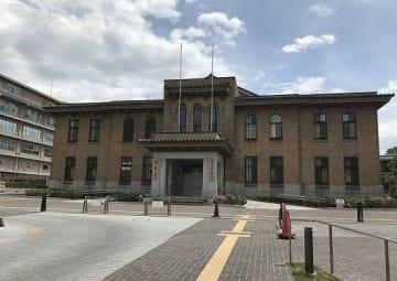 山梨県議会議事堂(「Wikipedia」より)