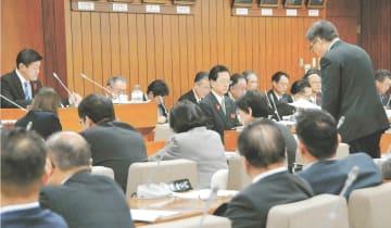 県当局と議員が「幸福」論争を展開した県議会特別委員会=2018年12月12日