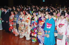 13日に開催される白老町成人式(昨年の式典)