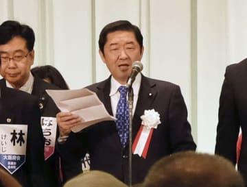 公明党大阪府本部の新春年賀会であいさつする佐藤茂樹代表=9日午前、大阪市
