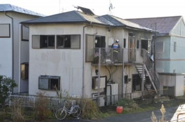 火災が発生した現場=9日午前8時、小田原市清水新田