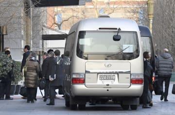 3日目の次官級米中貿易協議のため中国商務省に入る米代表団=9日、北京(共同)