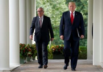 トランプ米大統領(右)と欧州連合(EU)のユンケル欧州委員長=2018年7月、ワシントン(ロイター=共同)