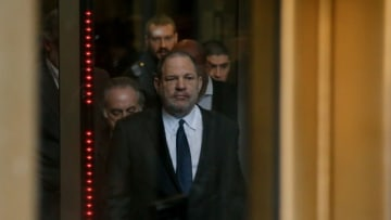 1月8日、女性2人への性的暴行の罪で起訴されているハリウッド映画界の元大物プロデューサー、ハーヴェイ・ワインスタイン(66)被告の裁判が5月6日にニューヨーク州マンハッタンの裁判所で行われることになった。被告の弁護士明らかにした。写真は2018年12月20日撮影 - (2019年 ロイター/Eduardo Munoz)