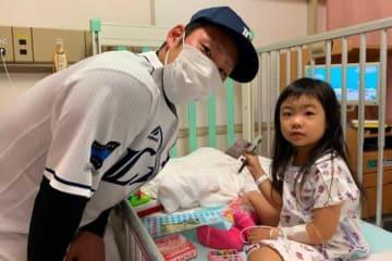 母子医療センターを訪問した西武・増田達至【写真提供:埼玉西武ライオンズ】
