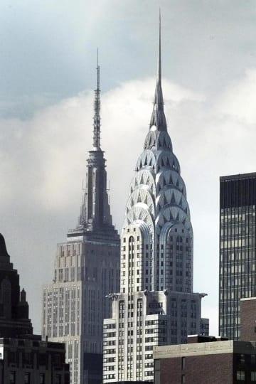 米ニューヨークのクライスラービル(中央手前)とエンパイアステートビル=1997年(AP=共同)
