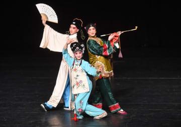 中華世紀壇伝統文化シーズンで無形文化遺産公演
