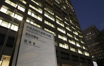 厚生労働省が入る中央合同庁舎=10日夕、東京・霞が関