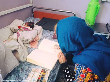 アフガニスタンのMSF病院を訪問したオーレリー・ネイレ