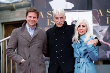 1月7日、映画『アリー/スター誕生』に出演した米俳優サム・エリオットがハリウッド大通りにあるTCL・チャイニーズ・シアターで、自身の手形と足形を残すイベントを行った - (2019年 ロイター/ Mario Anzuoni)