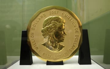 ベルリンのボーデ博物館から盗まれた巨大金貨=2010年12月(AP=共同)