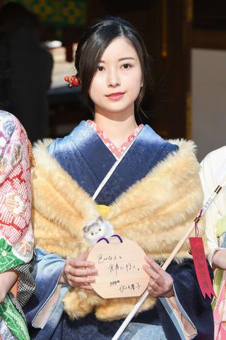 一足早い成人式で振り袖姿を披露した「乃木坂46」の佐々木琴子さん