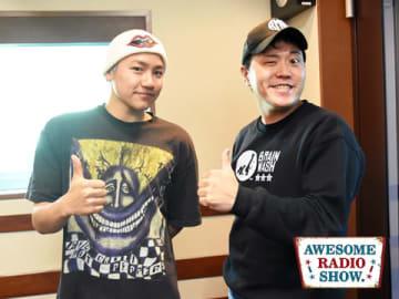 パーソナリティの小森隼(左)とお笑い芸人のエハラマサヒロさん