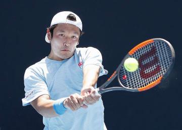 男子シングルス3回戦でプレーする伊藤竜馬=メルボルン(共同)