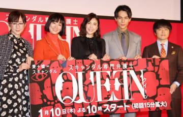 連続ドラマ「スキャンダル専門弁護士 QUEEN」に出演している(左から)斉藤由貴さん、水川あさみさん、竹内結子さん、中川大志さん、バカリズムさん