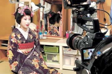 「やまがた舞子」をテーマにした短編映画の撮影風景=2018年8月、山形市(佐藤監督提供)